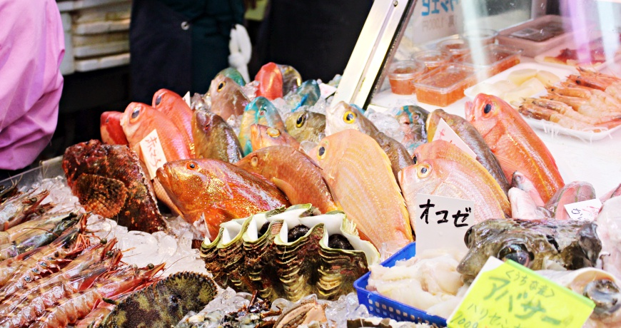 日本沖繩那霸自由行必訪景點行程國際通必吃美食平價B級小吃第一牧志公設市場