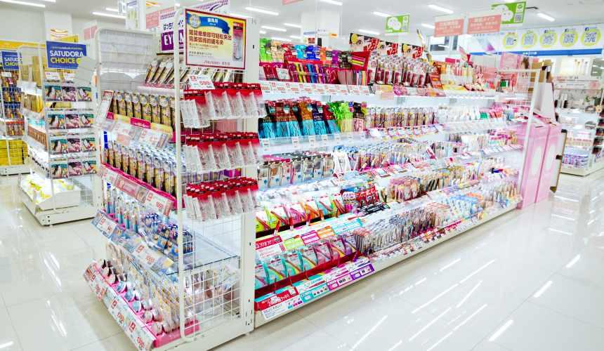 「札幌藥妝 沖繩國際通店」店內照