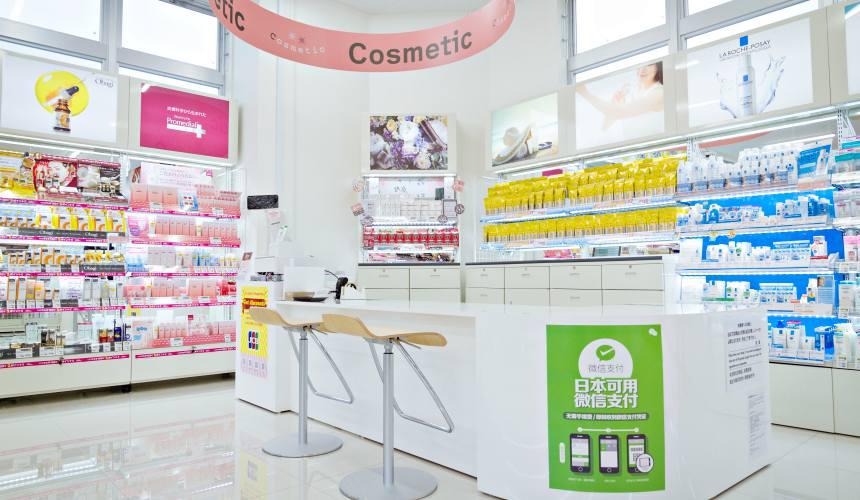「札幌藥妝 沖繩國際通店」的「Cosmetic櫃檯」