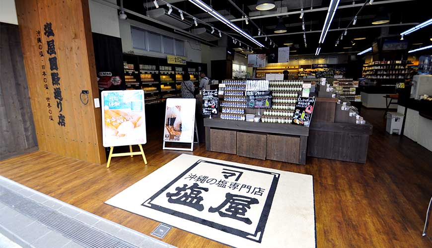 沖繩伴手禮名產推薦!去「塩屋 国際通り店」買在地鹽味甜點、享用雪鹽霜淇淋!
