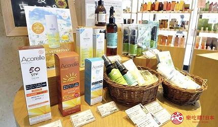 沖繩那霸有許多國際知名或本地有名氣的品牌進駐的新開購物中心「那霸OPA」內的有機彩妝保養品專賣店「Cosme Kitchen」出售各款有機防曬產品。