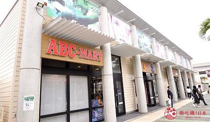 沖繩自由行必買唯一OUTLET「ASHIBINAA」裡的鞋店「ABC MART」店門口