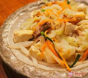 沖繩旅遊孝親自由行推薦美食餐廳「波照間」的沖繩風味豆腐雜炒
