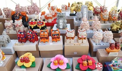 沖繩旅遊孝親自由行推薦必去景點「萬座毛」的附近的紀念小舖的石獅子