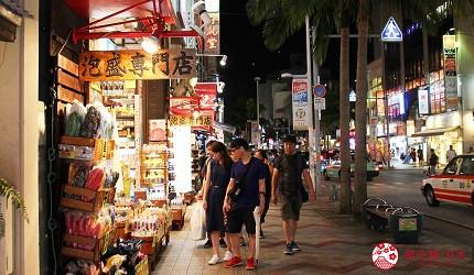 沖繩旅遊孝親自由行推薦必去購物地點「國際通」夜景