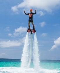 沖繩旅遊孝親自由行推薦必住飯店「RENAISSANCE RESORT 沖繩」的水上噴射器