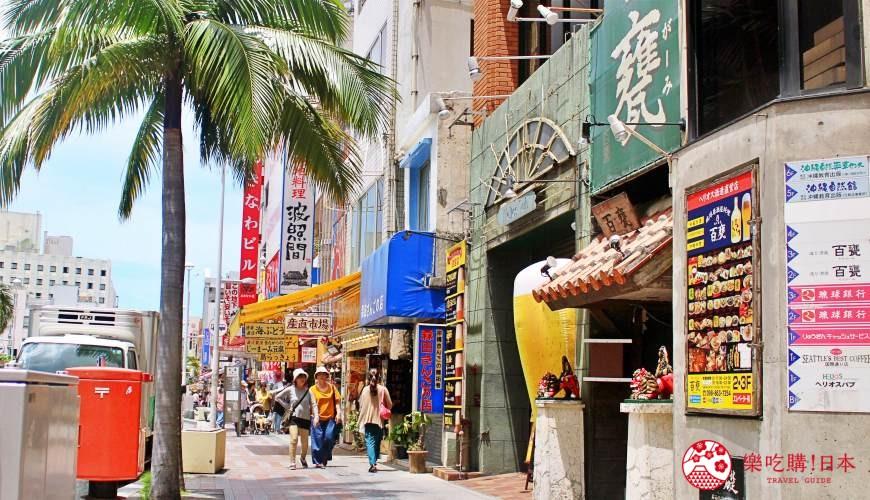 沖繩旅遊孝親自由行推薦必去購物地點「國際通」街景