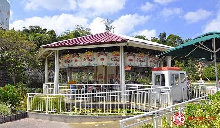 沖繩旅遊親子必去動物園「沖繩兒童王國」的 RIDES SECTION 遊樂場的旋轉木馬