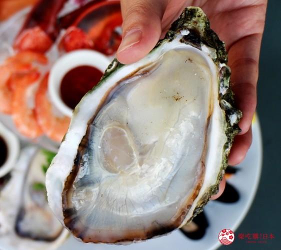 沖繩美國村超人氣名店「Red Lobster」沖繩北谷店至尊海鮮拼盤(アルティメイト・シーフードプラッター)的牡蠣近照