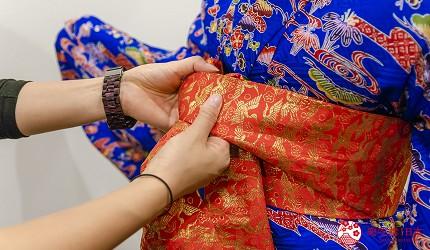 冲绳和服出租店推荐veni体验穿着南国传统琉装游冲绳的专业店员会帮手着装