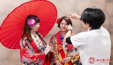 冲绳和服出租店推荐veni体验穿着南国传统琉装游冲绳的专业摄影师会帮手整理仪容