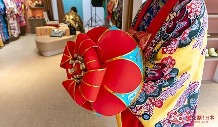 冲绳和服出租店推荐veni体验穿着南国传统琉装游冲绳的店内有多款道具装饰