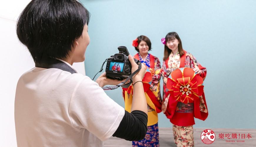 冲绳和服出租店推荐veni体验穿着南国传统琉装游冲绳的拍摄进行中